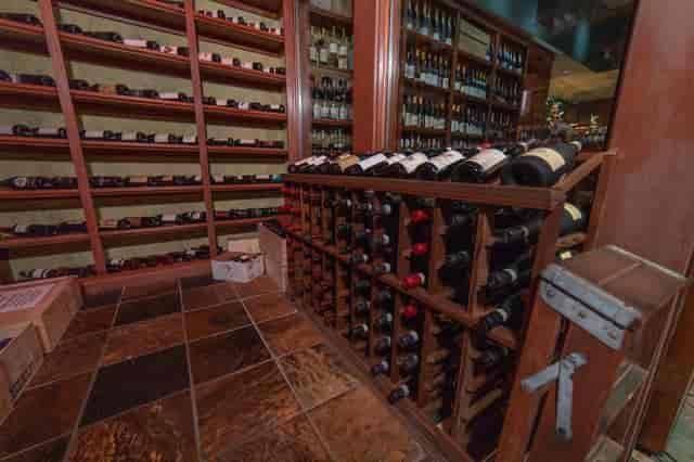 italy split wine bottles