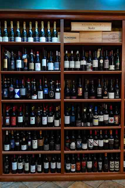 italy zin wine shelf
