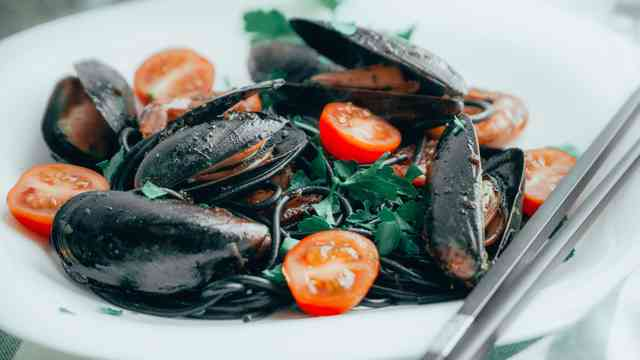 clam and tomato plate