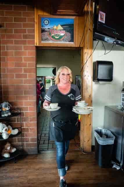waitress delivering food