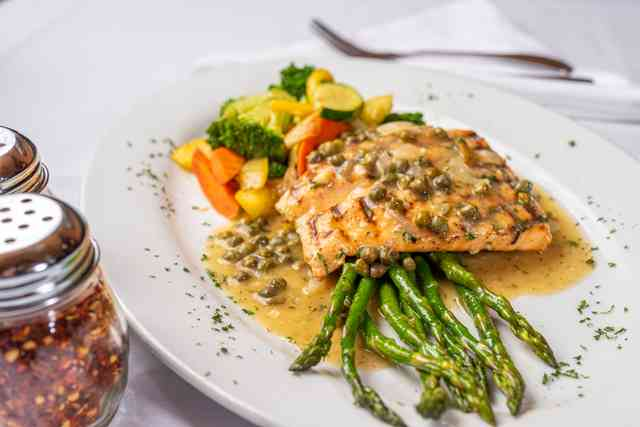 Salmon with mixed vegetables and asparagus
