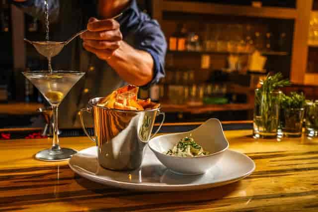 Brick Wall Tavern food and bar