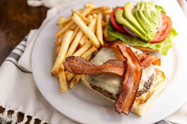 bacon avo swiss burger