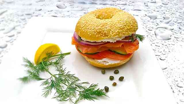 smoke salmon sandwich