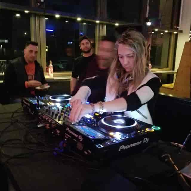 Female Night DJ - Bar in Huntington Beach
