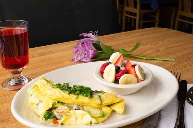 omlette with a side of fruit