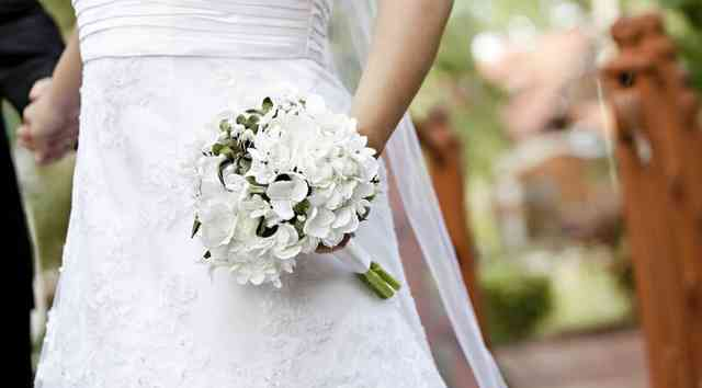 Bride's white bouquet
