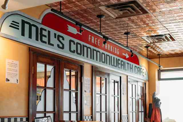 mel's commonweath cafe sign