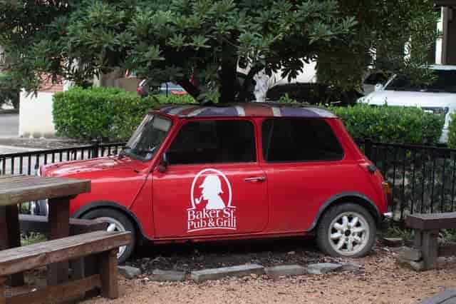 Baker St Pub red car