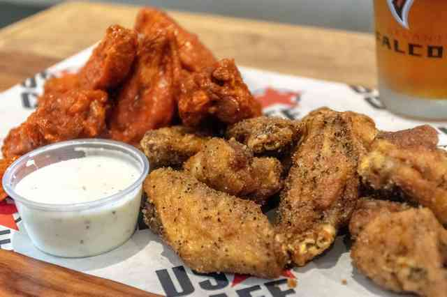 hot and lemon pepper wings with ranch and beer
