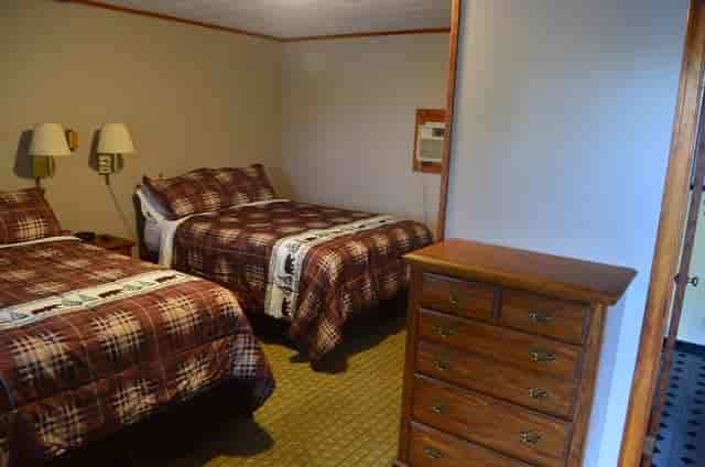 motel 2 beds