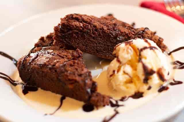 macadamia chocolate brownie sundae