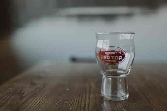 16 oz pint glass with oval logo