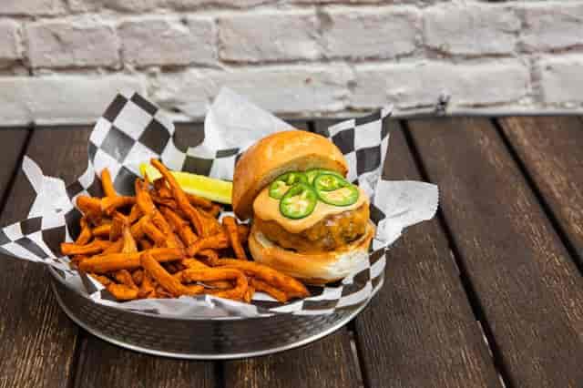 chipotle mayo burger