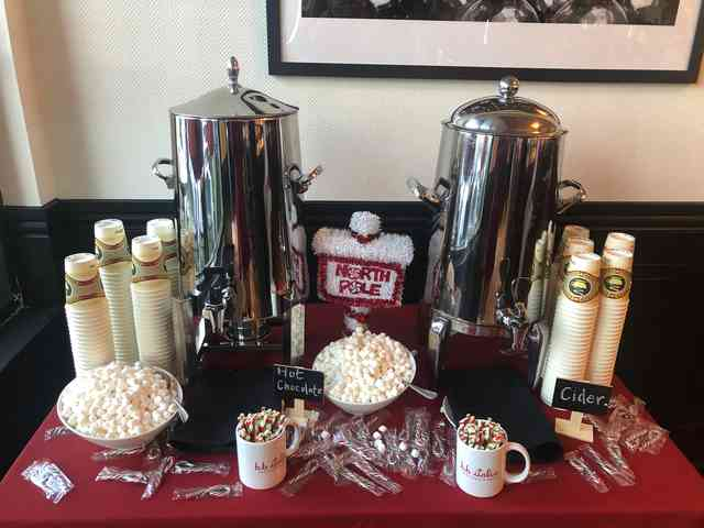 Santa Brunch Hot chocolate table