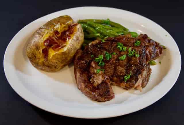 steak potato and veggies