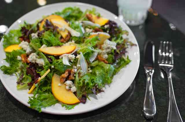 gorgonzola peach salad