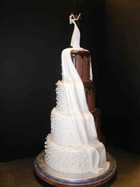 chocolate and white wedding cake