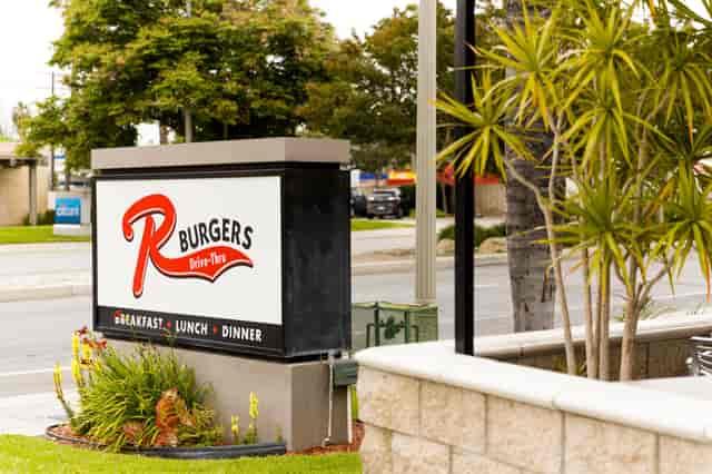 r burger sign