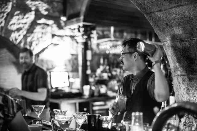 bar in black and white