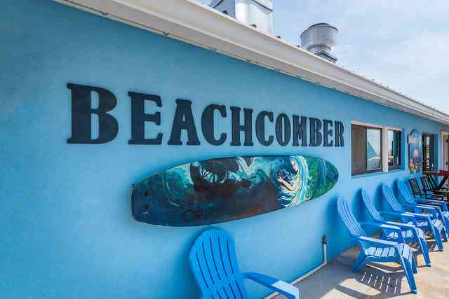 beach comber sign