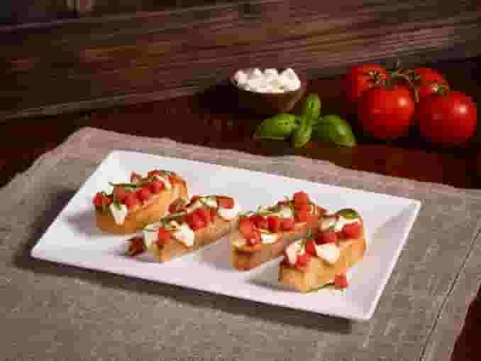 Fresh Mozzarella and Roasted Tomatoes Bruschetta (V)