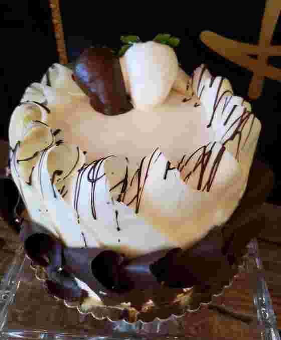 Black and White Curl Cake