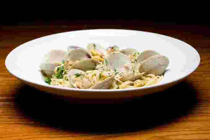 Linguine Vongole (red or white)