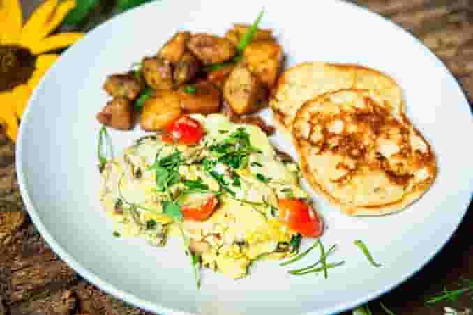 Forest Mushroom, Tomato & Spinach Scramble