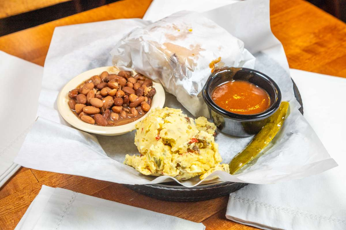 Pit Meat Sandwich Plate with 2 Sides