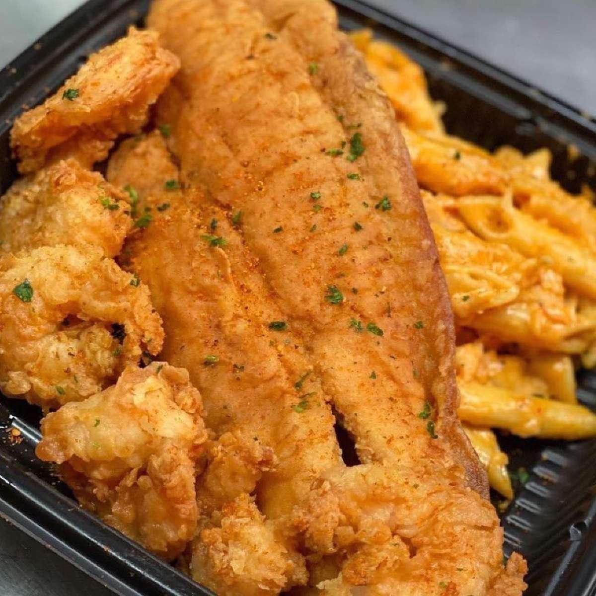 6 Shrimps, 1 Fish & 1/2 Lobster Mac & Cheese