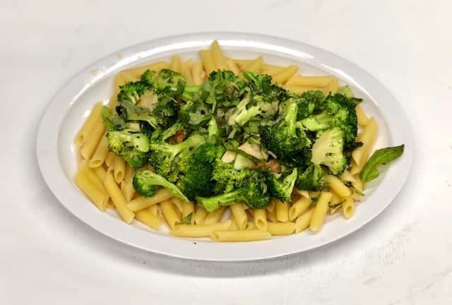 Pasta w/ Broccoli, Garlic & Oil