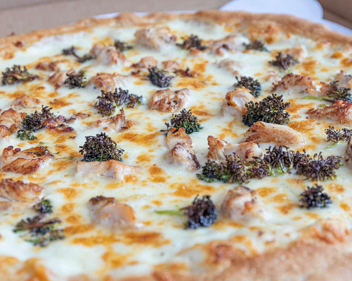 SM Chicken Broc Alfredo Pizza