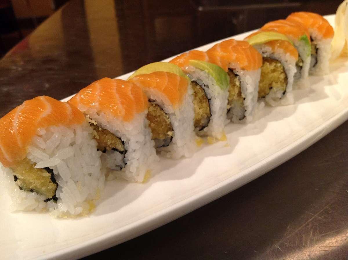Salmon Crunch Roll*