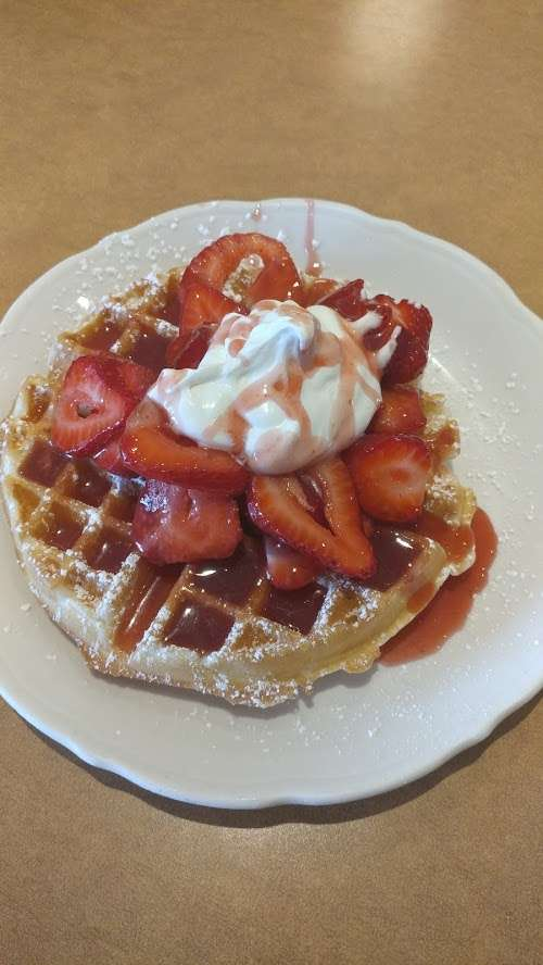 Fresh Stawberry Waffle (900 cal)