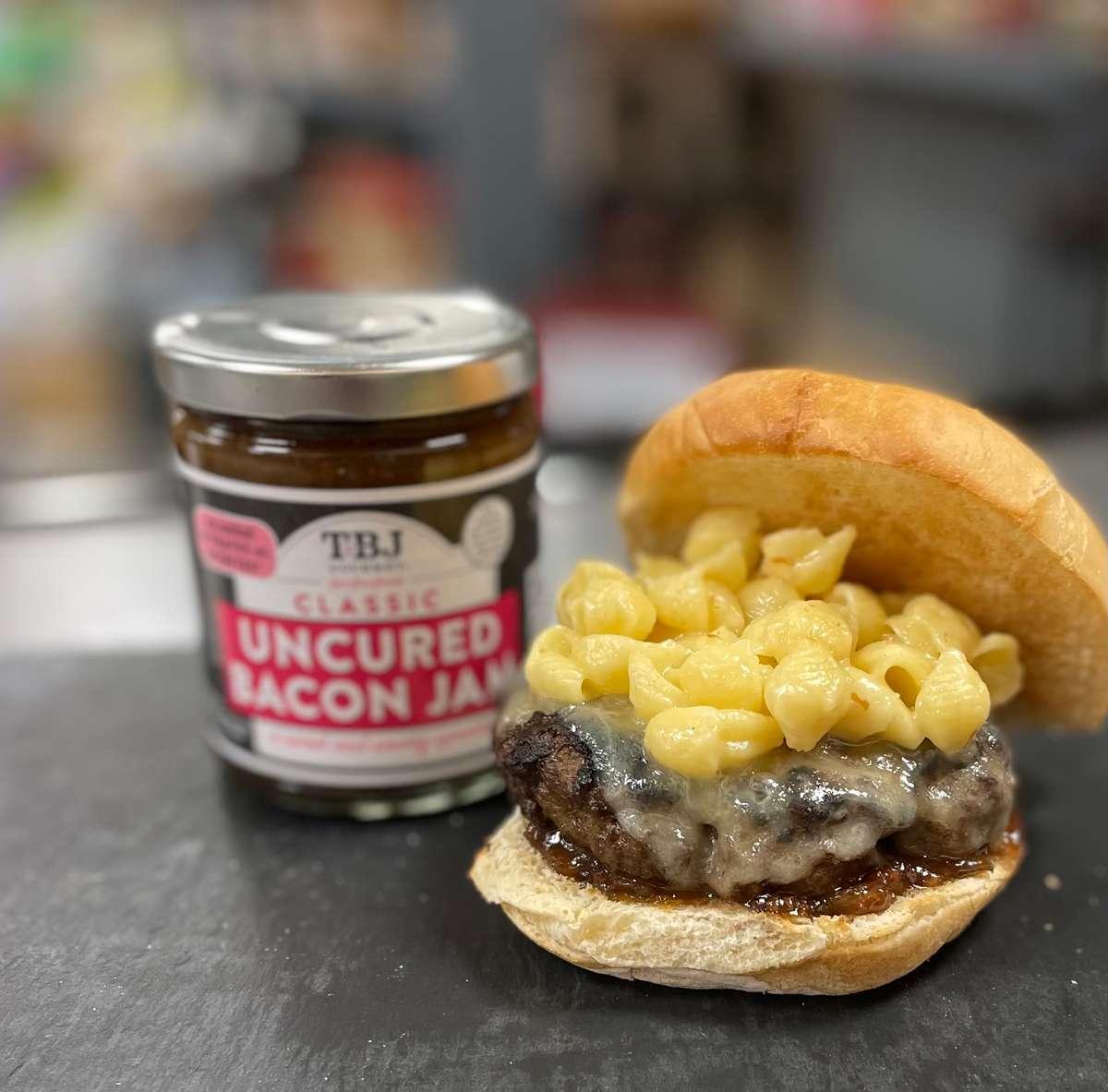Cheeseburger with smoked gouda, hot pepper bacon jam