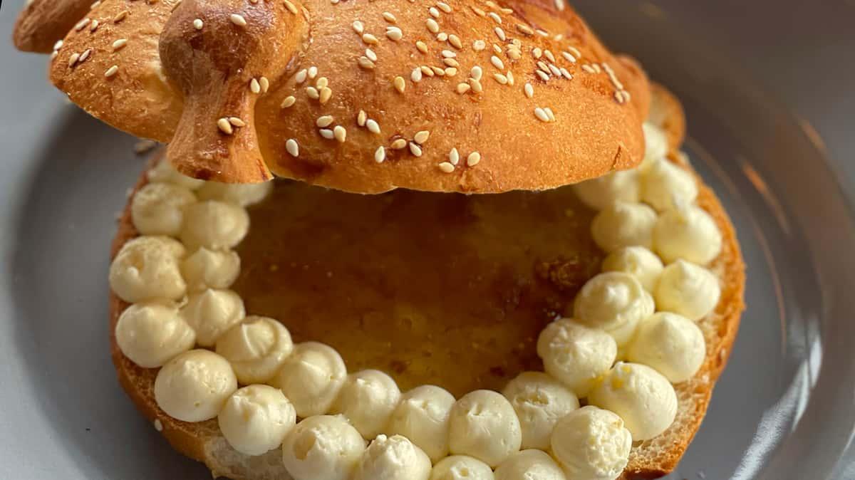 Pan de Muerto Relleno — Apple