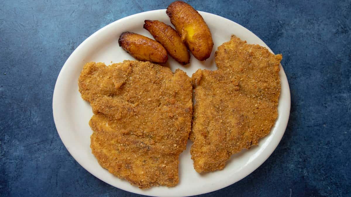 7. Bistec de Pollo Empanizado - Breaded Chicken Steak