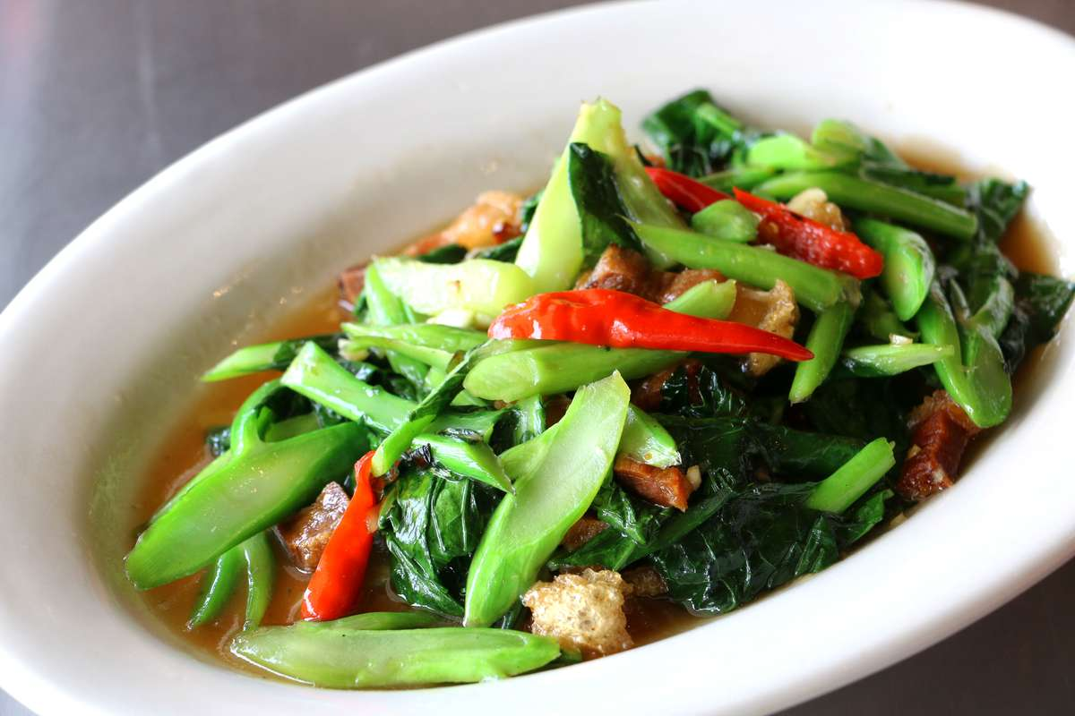 Chinese Broccoli And Crispy Pork (Kana Moo Krob)