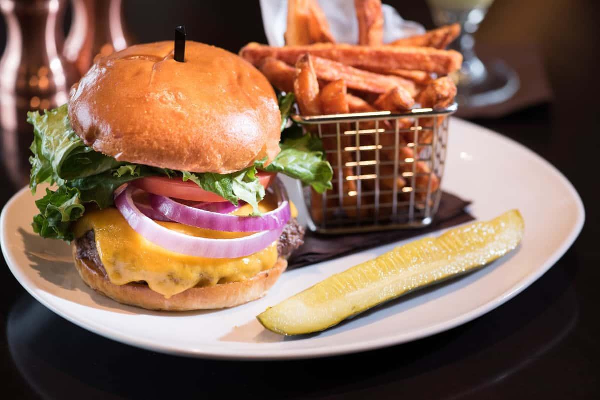 110 Classic Cheeseburger*