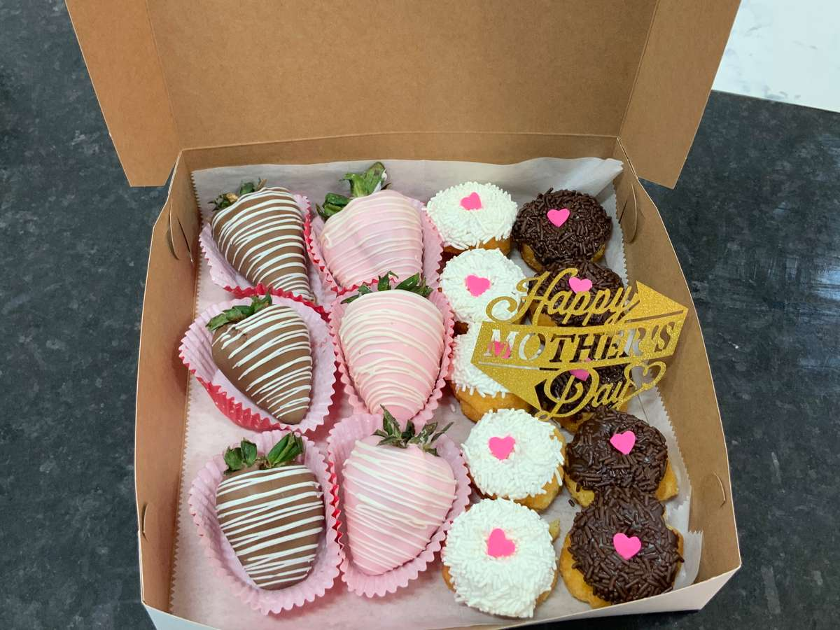 Mothers Day Gift Box ! Great combination and perfect Gift for Mom !