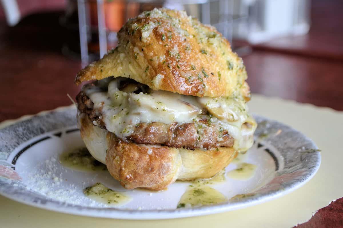 garlic knot burger