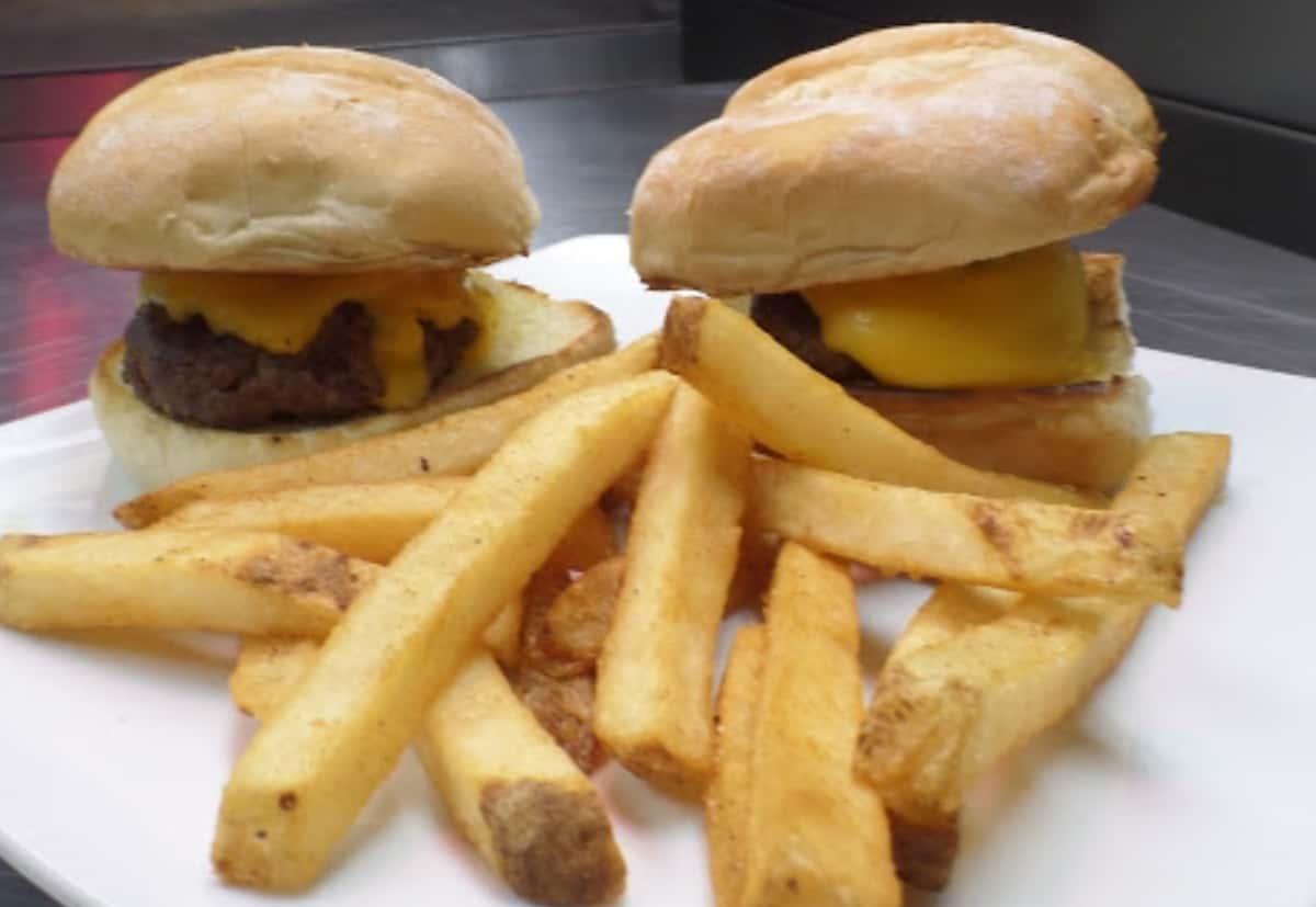 Mini Burgers (2) w/ Fries
