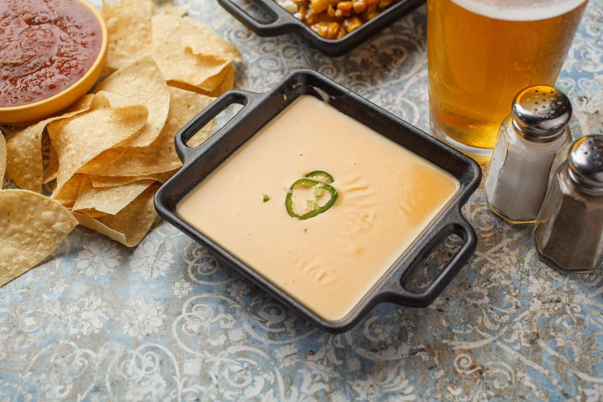 Queso & Chips