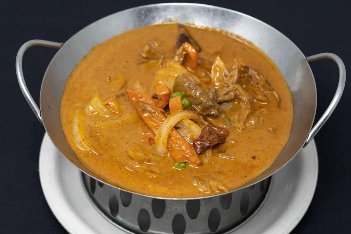 L6. Massaman Curry + Rice + Salad