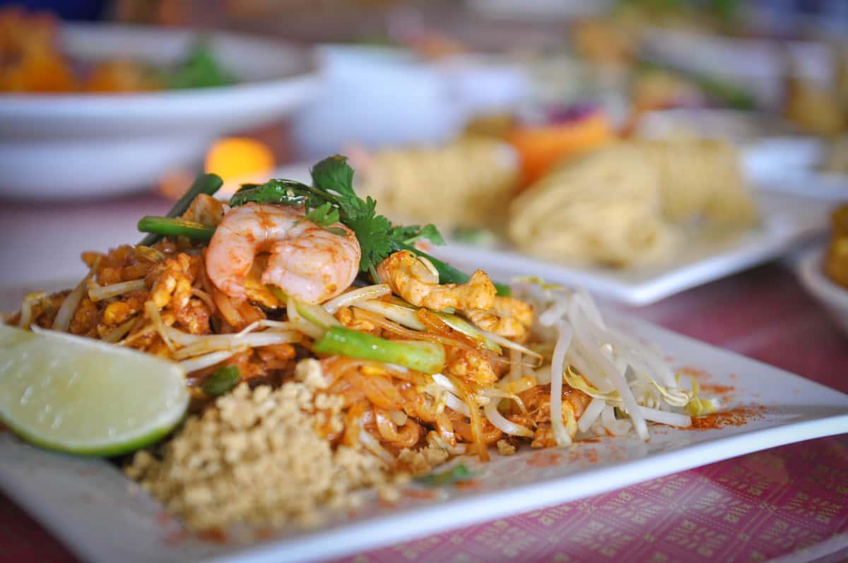 L1. Pad Thai + 1 Egg Roll