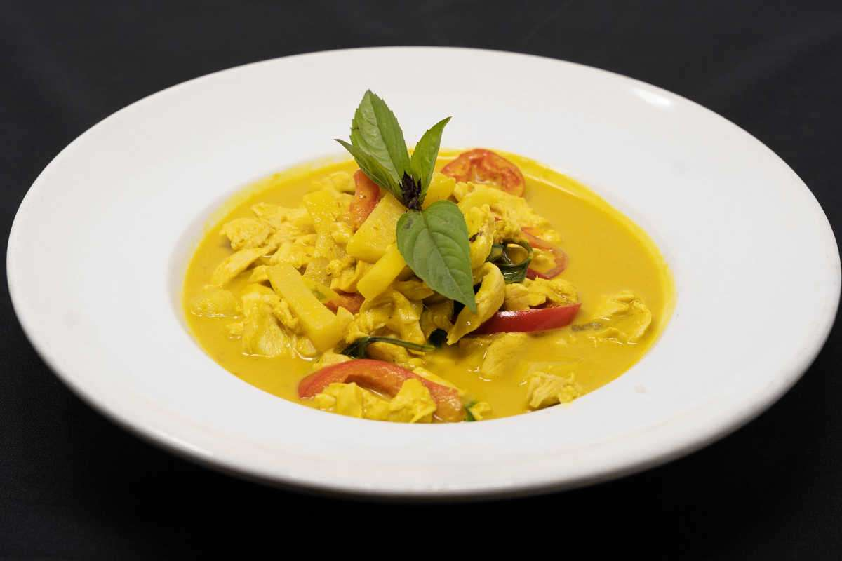 Southern Curry Chicken + Rice + Thai Iced Tea (Save $3.95)