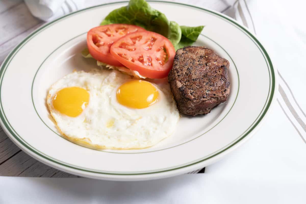 #4 Filet & Eggs