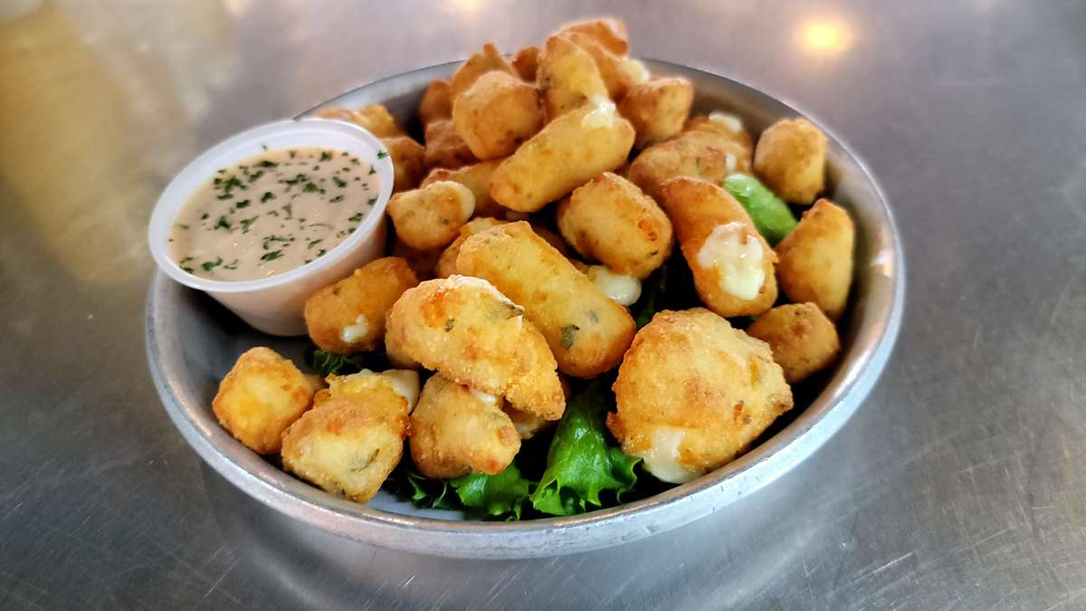 1/2 Lb Fried Cheese Curds