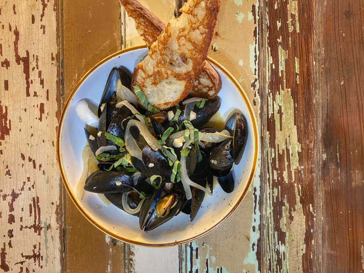 Champagne Butter Mussels